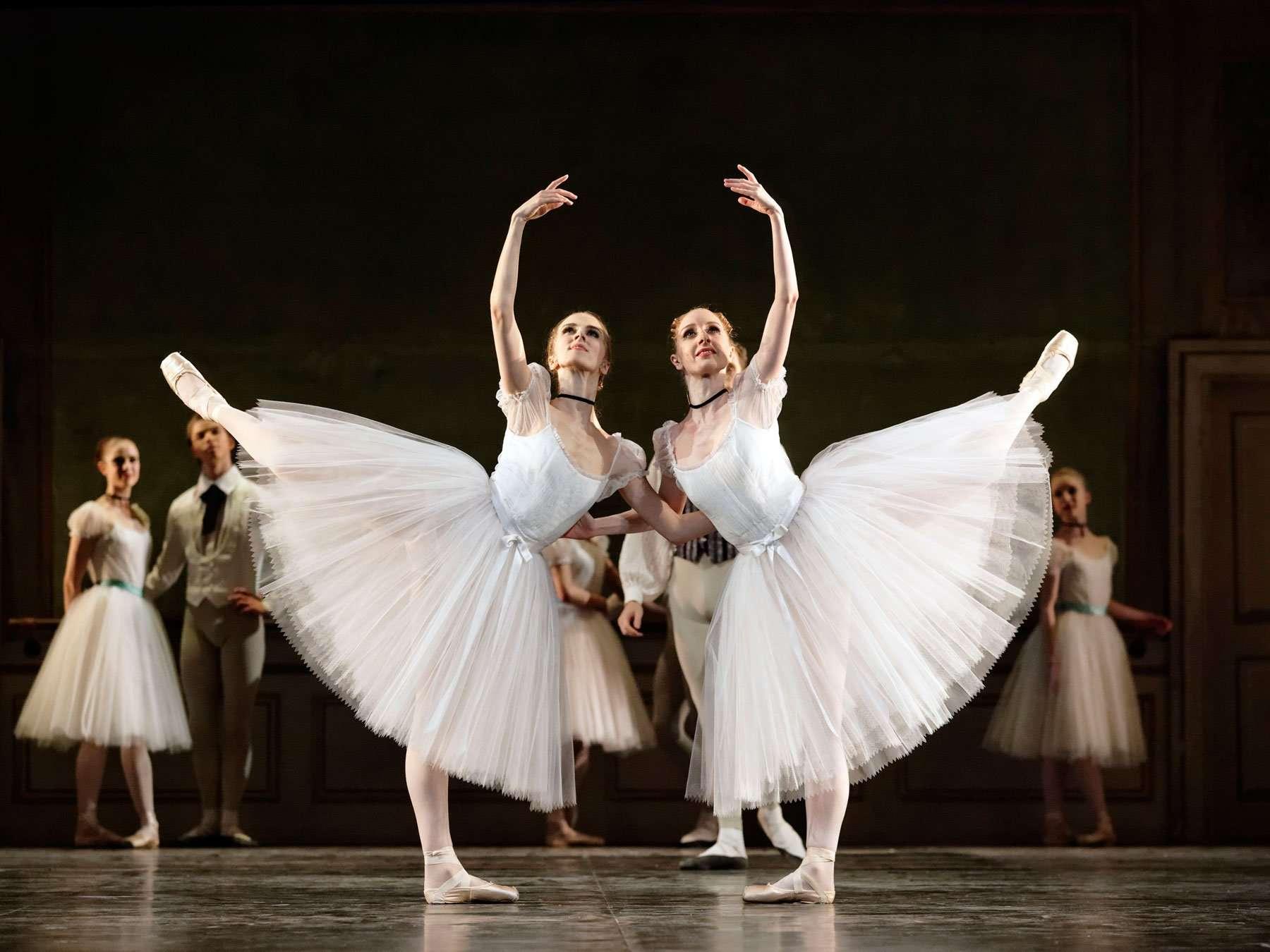 due danzatrici in Conservatorio