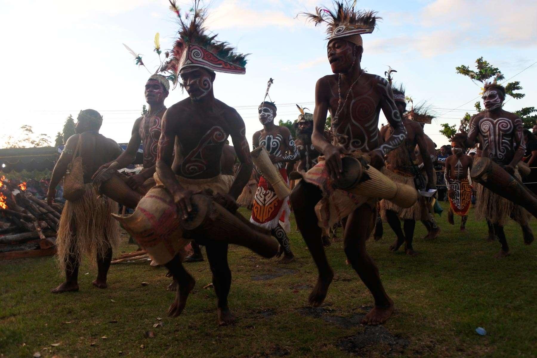 danza primitiva di guerra, Wampasi Munara Biak Papua