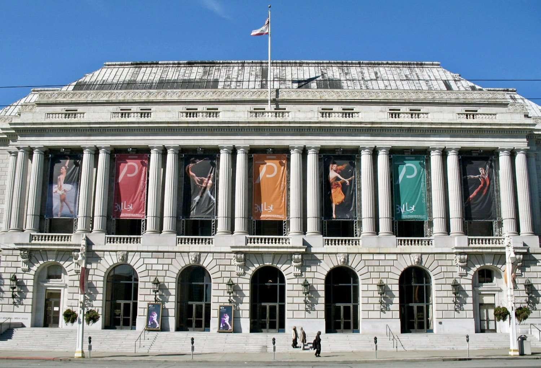 Facciata del War Memorial Opera House